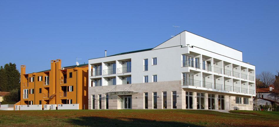 Kanovele - Zambratija, Izrada kompletne projektne dokumentacije i vođenje stručnog nadzora za poslovno - stambenu građevinu od 4000 m2 na lokaciji Zambratija u Umagu. Objakat se sastoji od stambenog dijela sa 18 stanova i hotela